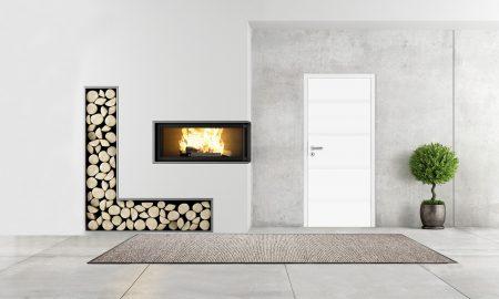 Kamin und weiße Tür