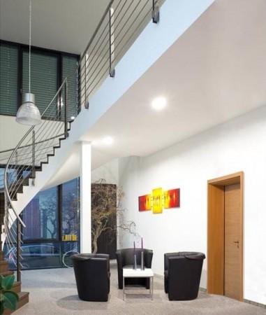 Brandschutztür, Sitzgruppe und Treppe