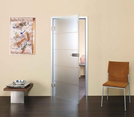 Tür mit Rillenschliff