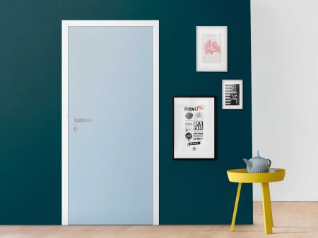 Hellblaue Tür