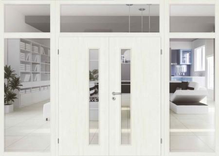 Weiße Tür mit Glasausschnitten und Windfangelementen
