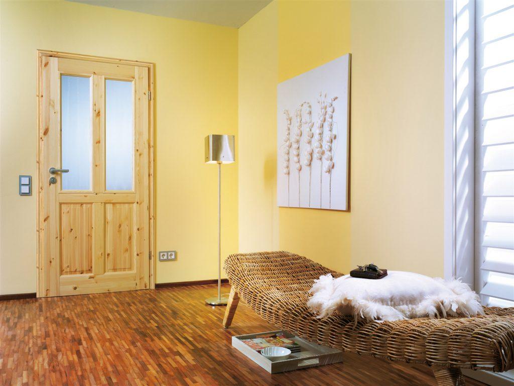 Holztür mit Holzrahmen