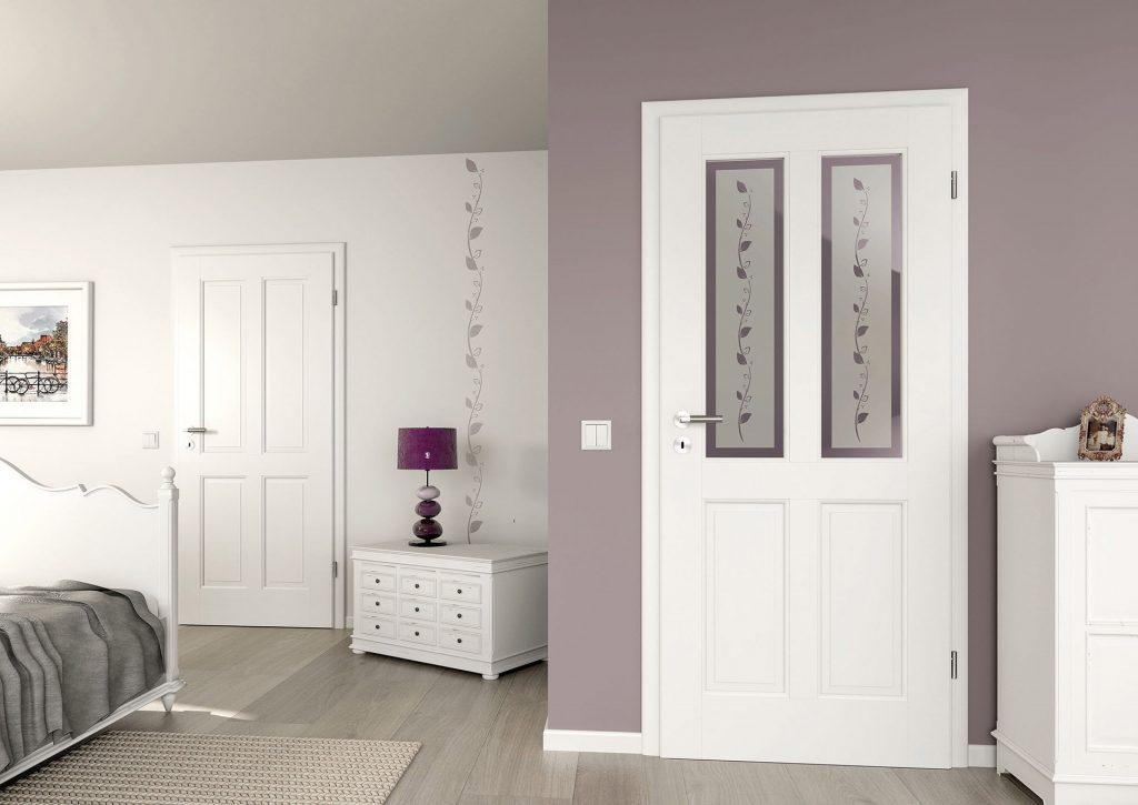 Türen und Wanddeko passen zusammen.